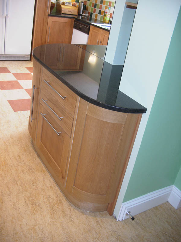 Handmade bespoke kitchens granite worktops oak kitchens for Curved kitchen units uk