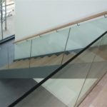 clear glass to staircase no top rail