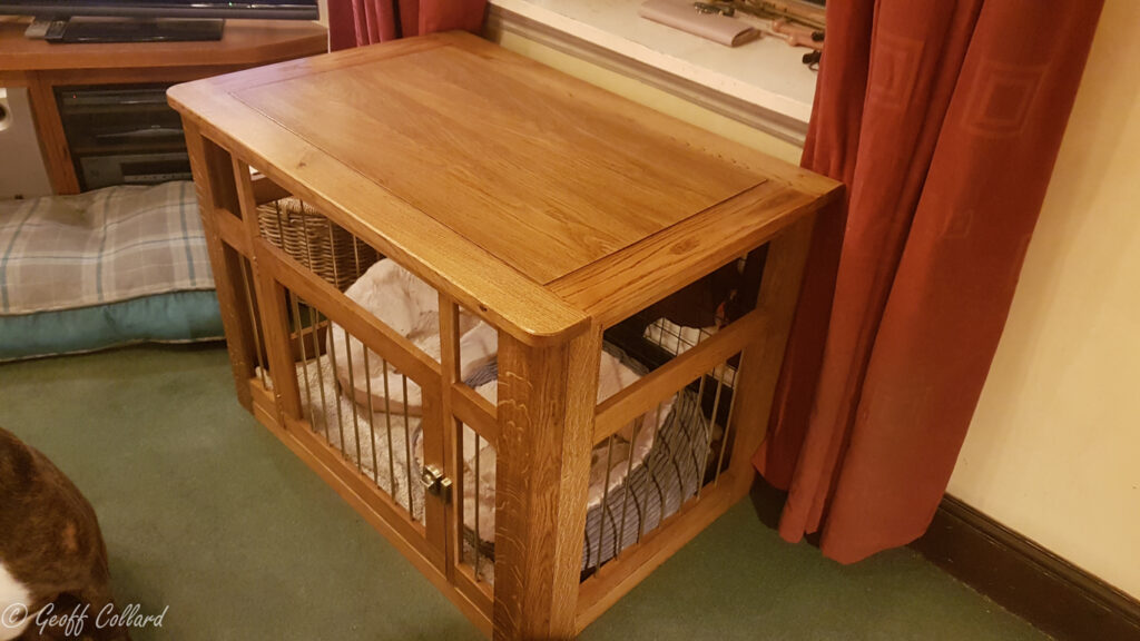Solid oak dog cage with hexagonal brass bars