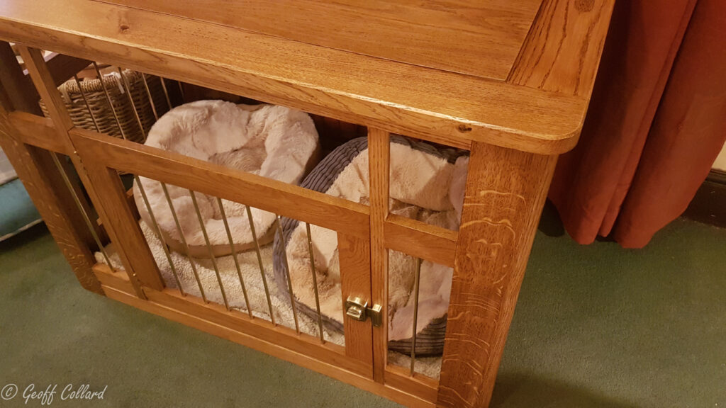 Solid oak dog cage with hexagonal brass bars - closer look